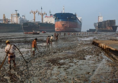 ship breaker working